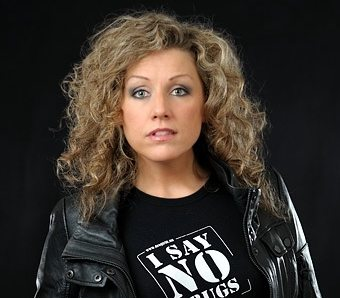 Sångerskan och låtskrivaren Aleena Gibson om drogerna i musikbranschen, I SAY NO DRUGS, Droginformation.nu
