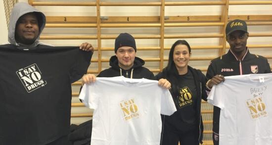 I SAY NO DRUGS på Biskopsgården i Göteborg, artister får sina t-shirts.