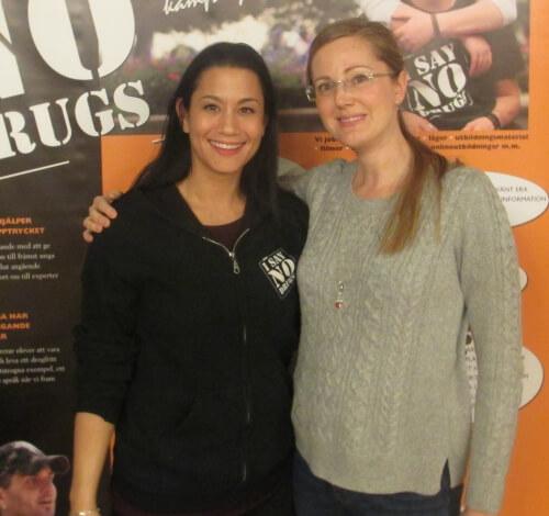 Julia, I SAY NO DRUGS, med ledaren för en församling i Skåne