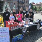 På FN:s Internationella dag mot missbruk och olaglig handel med narkotika var I SAY NO DRUGS på Järntorget i Göteborg och delade ut förebyggande droginformation
